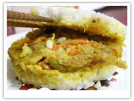 美而美-咖哩豬米漢堡3.jpg