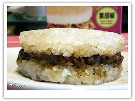 美而美-黑胡椒米漢堡2.jpg