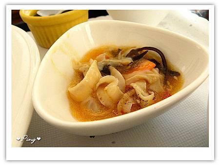 米義-花草檸檬雞腿排-小菜.jpg