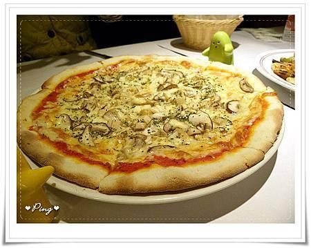 Ti_Amo-食物-04-熱內亞雞肉季節菇pizza.jpg