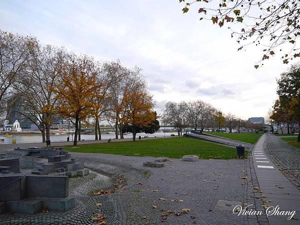 沿著萊茵河往巧克力博物館