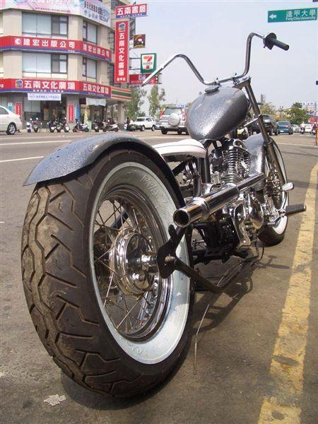 這個角度輪胎看來很巨