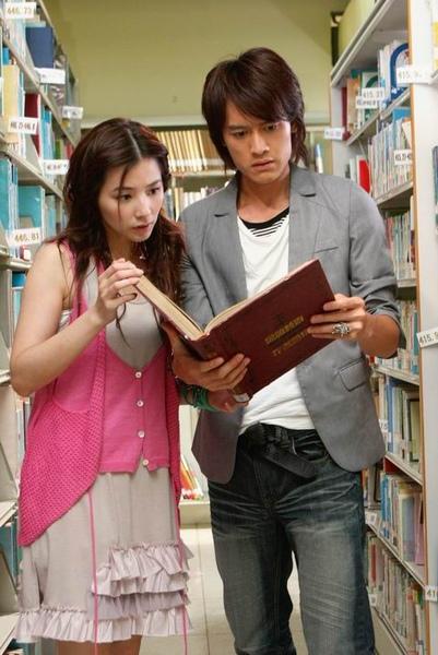 鬼情書陳怡蓉張勛傑在圖書館中找線索.JPG