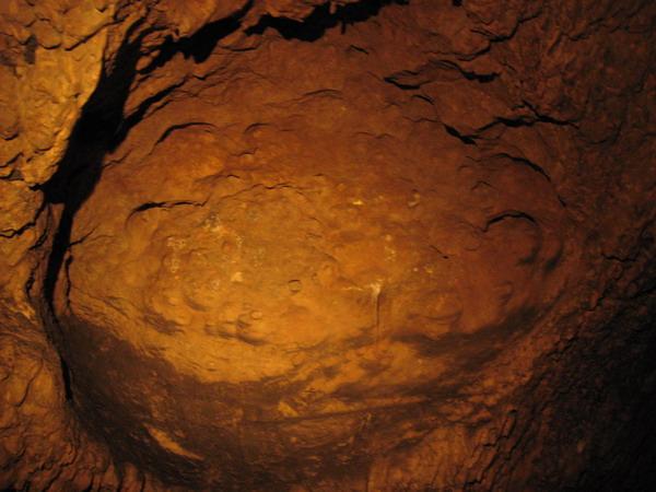 2011_0112_120042有一年整個洞穴淹水 水退去後形成的超大圓形洞窟