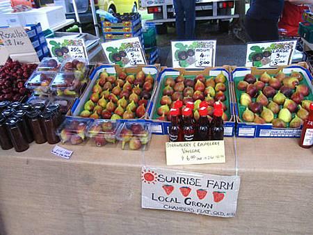 2011_0423_103218一直很好奇這是什麼水果.JPG