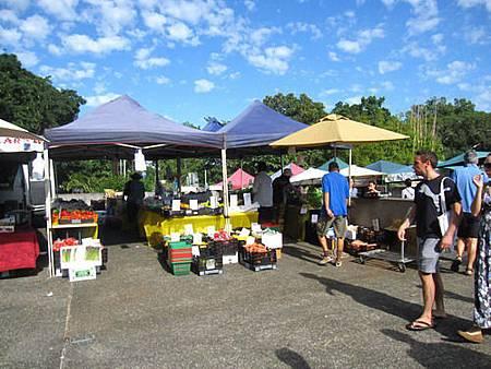 2011_0423_091440  New farm market 每個月的第二跟第四個禮拜舉行.JPG