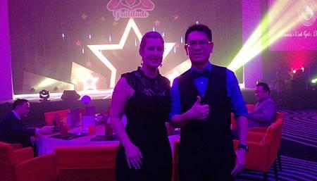 龍哥與來自美國的VMABeau產品顧問BECCA合照