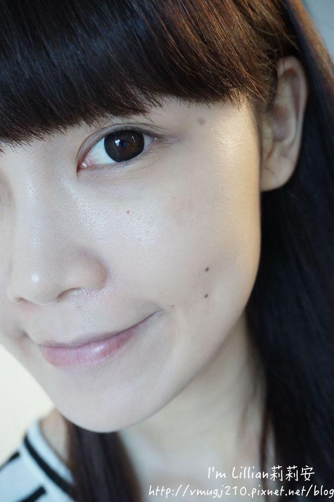底妝推薦婕洛妮絲激光煥白精粹粉凝乳127柔煥雪膚兩用粉餅.JPG