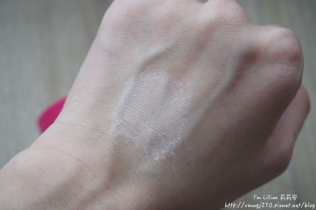 韓國美妝推薦innisfree74超潤色CC舒芙蕾粉餅 我的小棕瓶.JPG
