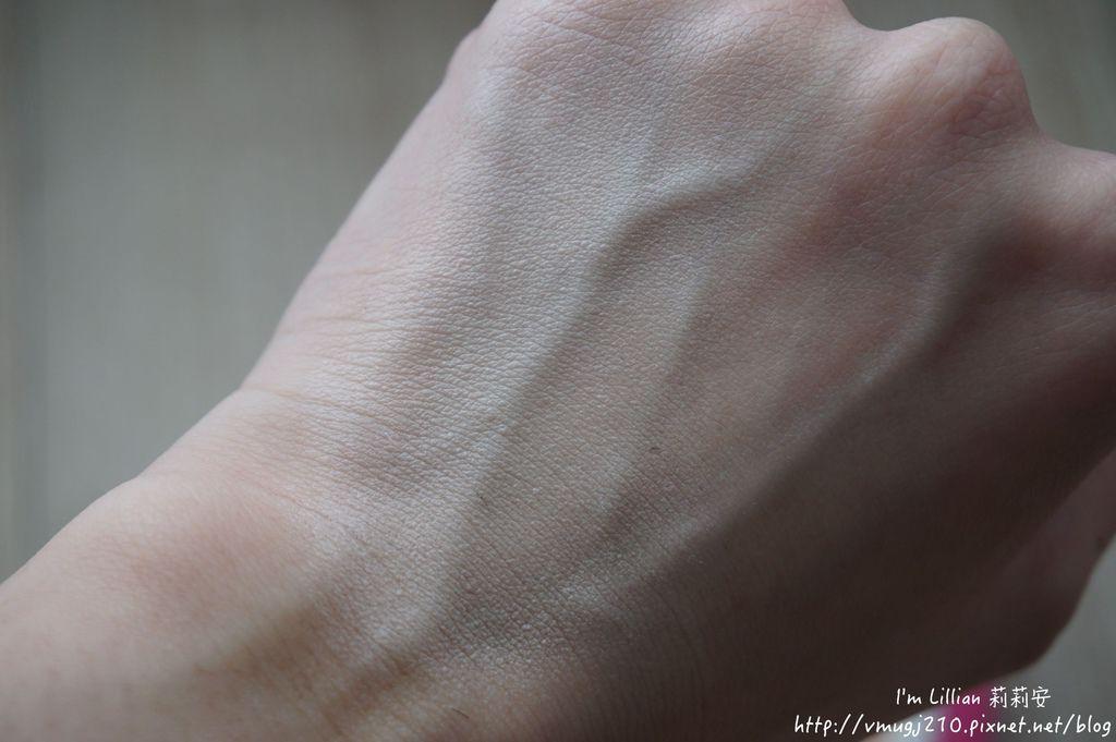 韓國美妝推薦innisfree77超潤色CC舒芙蕾粉餅 我的小棕瓶.JPG