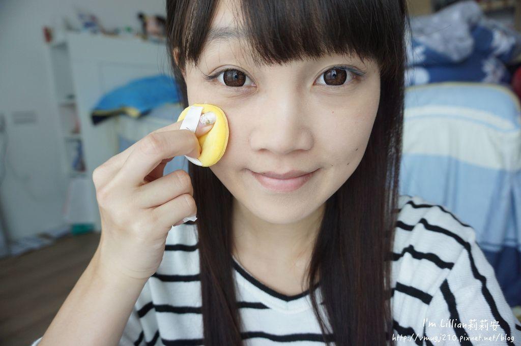 韓國美妝推薦innisfree 無油無慮礦物控油蜜粉Emoji限定版44蜜粉推薦 莉莉安.JPG