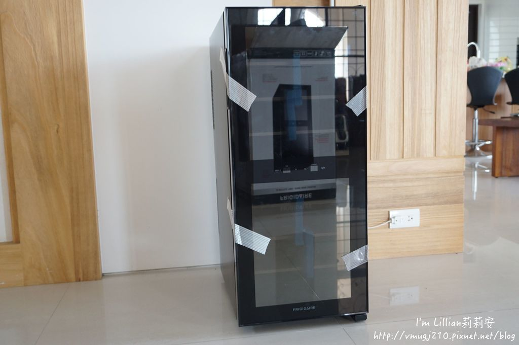 Frigidaire富及第 質感雙溫酒櫃08咖啡機推薦.JPG