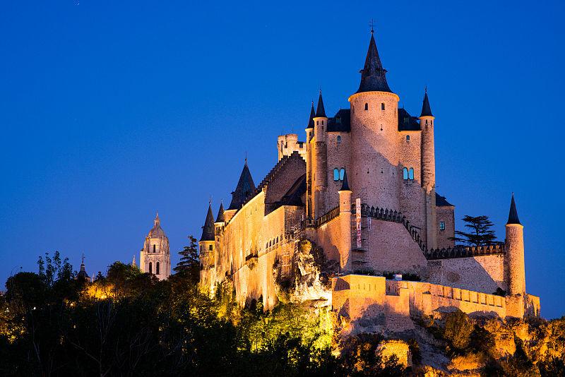 800px-Alcázar_de_Segovia_(4).jpg