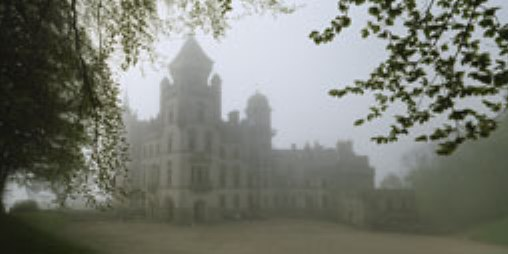 Castle covered with fog_a.jpg