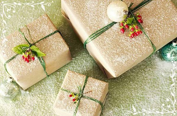 wallcoo_com_Christmas Gift_edited.jpg