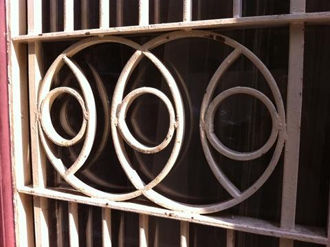 鐵門.jpg