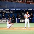 井口和西岡擔任擊球和接補