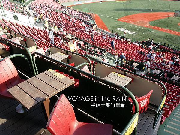 四人一桌的「Eagle's Seat」