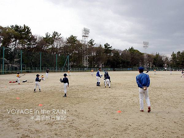 公園內的小型棒球場