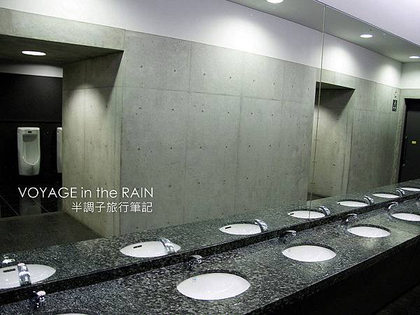 不輸給百貨公司的廁所