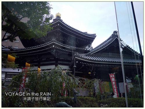 古老佛寺前的星巴克