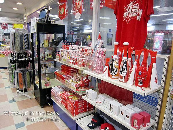 想買廣島隊商品?便利商店就有了