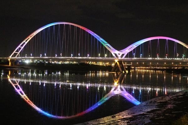新月橋:新月橋