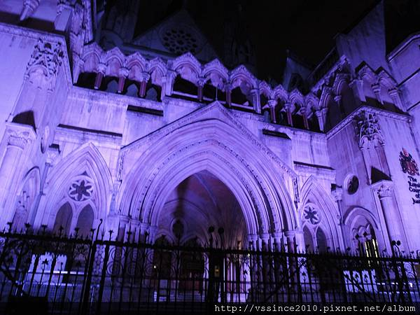 Royal Court of Justice at night - A bit terrible!