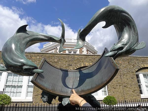 海豚尾巴的影子,告訴你現在幾點唷!!