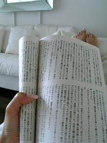 日文版的村上的短篇集(这本书熟悉V的人都知道,那就是我著名的机场读物啊!~终于不在机场而是在家静静的看完,