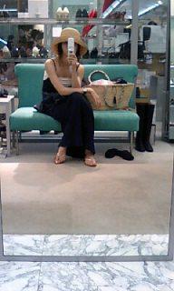 閑著也是閑著﹐ 那麼就去shopping+fall in love with myself all over again﹐ 哇咯咯