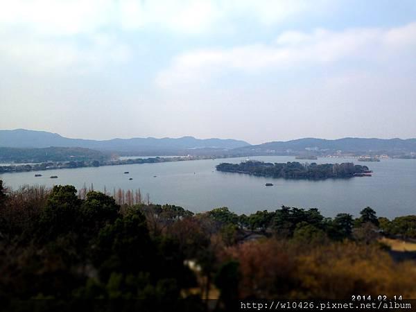 雷峰塔眺望西湖