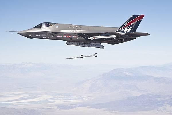 F-35-AIM_120
