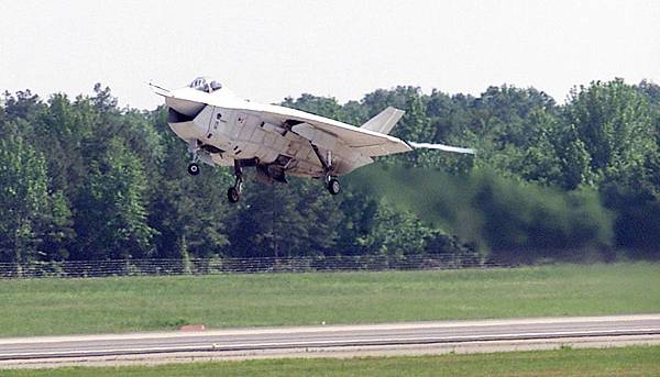 X-32_take-off_crop