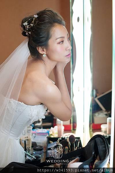 簡珮瀠-混血超模披嫁衣