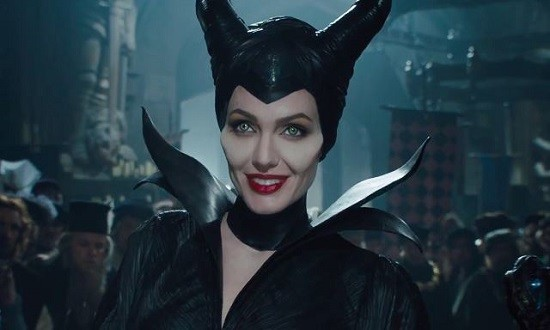 maleficent-angelina-jolie-smiling_zps4dd11c3e