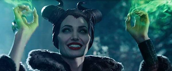 Maleficent-Official-Trailer-5