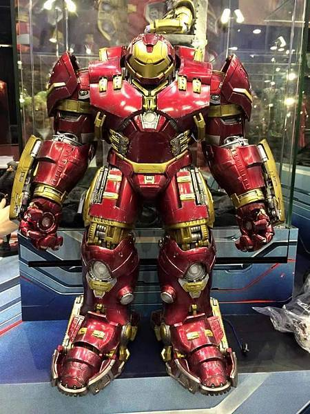 hot-toys-age-of-ultron-avengers-figures-hulkbuster-iron-man-front