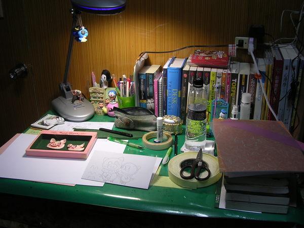 亂七八糟的工作桌