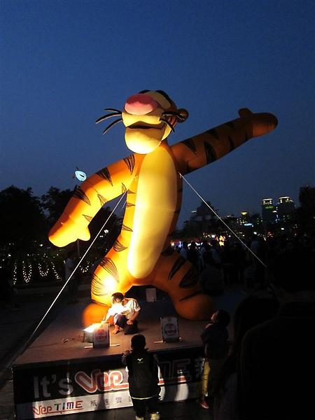 2010.02.28 這是我看過最爛的一次燈會~台中跳跳虎燈會