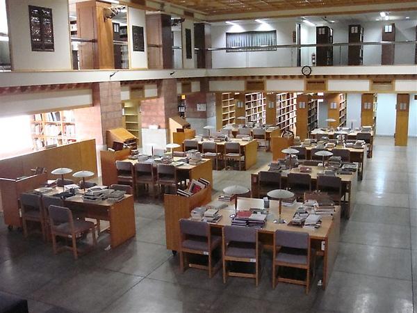 我們學校圖書館的特色就是,看完書不用歸位,還可以保留七天!