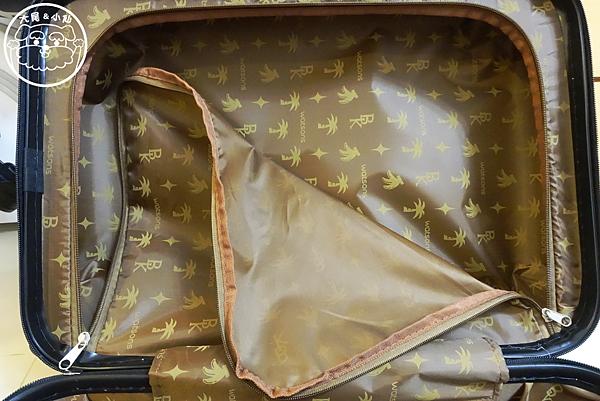 屈臣氏banao行李箱內部