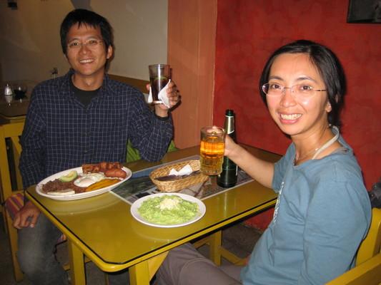 老闆推薦厄瓜多最好的啤酒,Club(喝過其他種之後我們也同意)