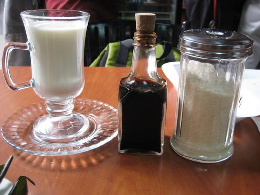 cafe con leche (Cafeteria Modelo, Quito)