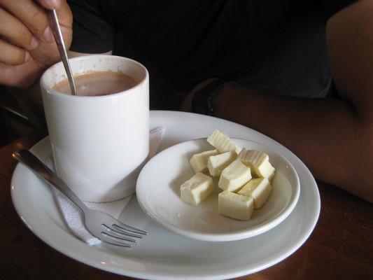 chocolate con queso 熱巧克力加起司(El Cafeto, Quito)