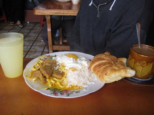 厄瓜多當地人吃的早餐(Quito)