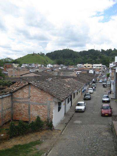 其實一般人住的房子長這樣,也有一種台灣鄉村的感覺