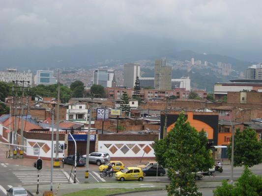 車站附近的市區,可以看到很多磚造房子