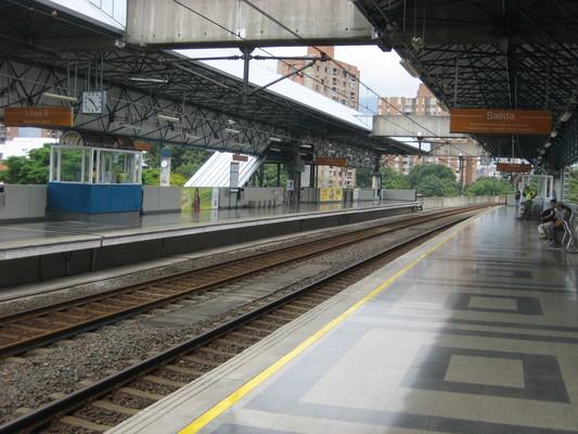 Medellin著名的捷運系統,車站寬敞又乾淨