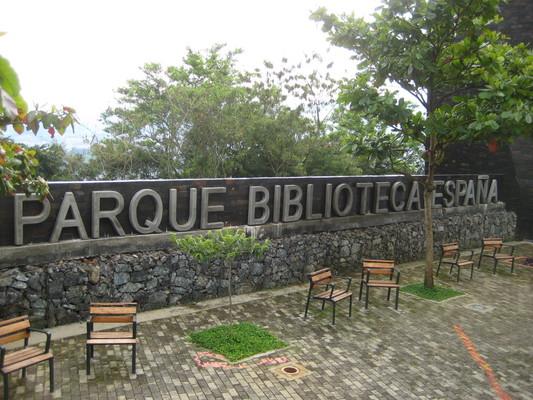 旁邊有可以看風景的看台(Biblioteca Espana)